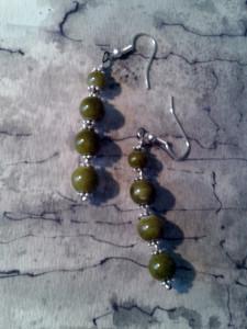 4 ptes boules de jaspes vertes boucles